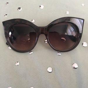Grey Steve Madden tortoise ombré sunglasses